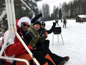 Emil Bang-Olofsson, Martin Andersson och Lars Bengtsson trivdes vid Risbergsbackarna i sin hammock, med sin grill – och med de många vurporna.