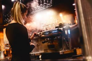 Enligt de nya ägarna ser man just nu över personalstyrkan på restaurang Kopparhatten.