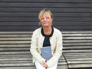Konstnären Marie Bondeson ger ut bok om sina upplevelser på Gävle sjukhus psykosavdelning.