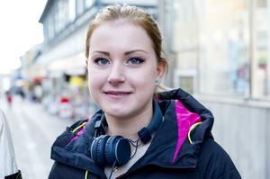 Viktoria Ågren, Umeå:– Jag köper någonting, kläder eller mat eller nått.