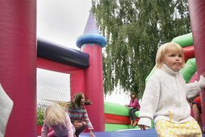 Hoppborgen var populär hos de yngre.