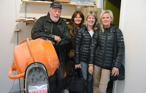 Maggie Grundén, Susanne Hedberg Eriksson och Viviann Tällberg från näringslivsenheten på besök i Dan Ingvarssons