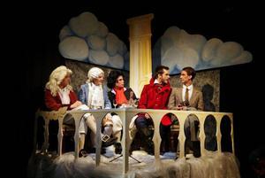 """Det är både skratt och allvar när Birkaeleverna repetrerar inför """"I tonsättarnas himmel"""""""