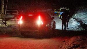 Polisen var på plats under onsdagskvällen efter att en person blivit knivskuren på asylboendet i Rämshyttan.