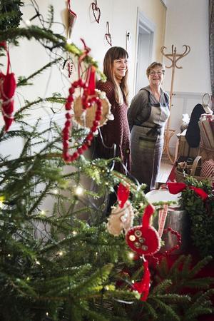 Karolin Nylander och Ulla Nylander sålde bland annat julgranspynt.