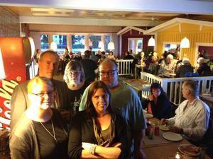 En del av Vår Framtid Ånge. Bakre raden från vänster: Leif Edh, Kerstin Henriksson, Per Eriksson. Främre raden: Lina Sandholm och ordförande Linda Isaksson.