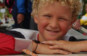 En sekund från segern. Men Midälvalöparen Eddie Edström, 10 år, deppar inte för det. O-ringen är ju inte slut ännu.