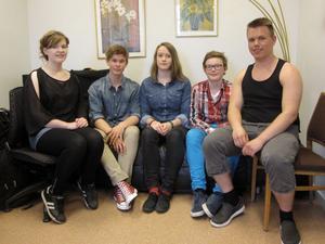 Anna Strandberg, Oskar Mårtensson, Lovisa och Joel Mannela och Daniel Ingemarsson Wik är fem av årets Medelpadska deltagare på IMC. Saknas på bilden gör Teodor Sörholm.