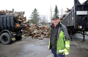 Köpman Dick Persson har själv arbetat med att röja upp efter branden i höstas och någon gång i sommar hoppas han att nya Lima Handel ska kunna öppnas.