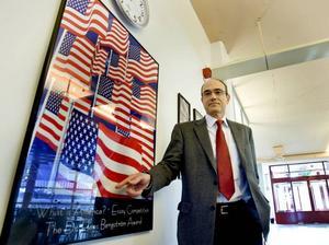 Obamaanhängare. Steven Hunter, rektor för Engelska gymnasiet i Gävle, tycker att presidentkandidaten                                               Barack Obama står för en bättre internationell politik än John McCain.