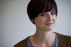 Den tyske författaren Dorothee Elmiger (bilden), och Annika Ruth Persson som har översatt hennes Skiftsovare, finns bland de nominerade då Kulturhuset Stadsteaterns internationella litteraturpris ska delas ut för första gången.