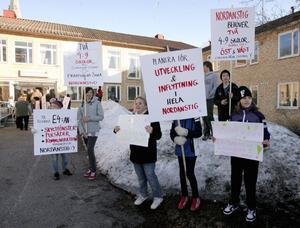 Ropen rädda skolan, rädda skolan, mötte politikerna vid måndagens fullmäktige möte.