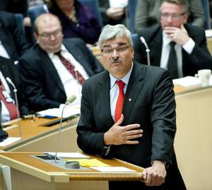 Ännu oppositionsledare. Håkan Juholt (S) i gårdagens partiledardebatt i riksdagen. Usla opinionssiffror hotar Socialdemokraternas ställning som det ledande oppositionspartiet och Juholts position som partiledare.