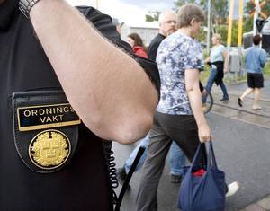 Signaturen Bråkstaken vill veta om man verkligen kan stänga ute folk från Yran-området på kommersiella grunder.
