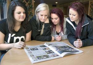 På fredagarna har eleverna i tvåan och trean på Torsbergsgymnasiet individuella val vilket gör det lite roligare. Man kan tillexempel välja, teckenspråk, yoga, idrott, matte/engelska B eller bild och form.