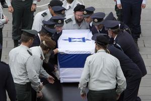 I lördags dog Ariel Sharon, före detta premiärminister i Israel. Carl Bildt (M) hyllade Sharon, vilket har orsakat stark kritik internationellt.