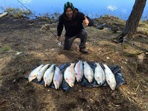 Gurel Akder efter en lyckad fiskedag i Grycksbo.