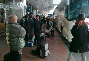 Resenärerna som ville åka tåg mot Östersund fick antingen åka buss eller ta ett senare X2000-tåg.