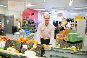 Kristoffer Pettersson är uppvuxen i Avesta och har bott i Stockholm under ett par år.  I höstas tog han över Hemköpsbutiken vid Axel Johnsons väg och familjen flyttade till Avesta.