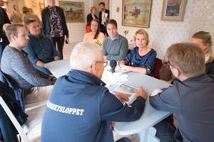Åsa Regnér lyssnade på norbergarnas frågor och berättelser. Det var en blandning av föreningsföreträdare, lokala socialdemokrater och anställda på exempelvis ABF som fanns på plats.