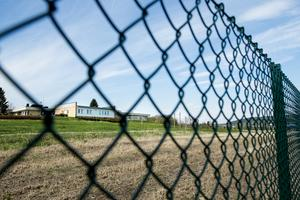 Fängelser i säkerhetsklass 3, som Ljustadalens anstalt, saknar direkta rymningshinder och intagna kan röra sig fritt på anstalten som bara är låst nattetid.