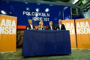 Partiledarna i alliansen potrionerar ut budgetsatsningar, i går i Kiruna.