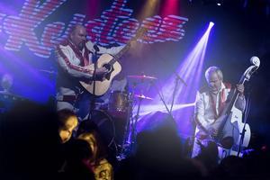 Larz-Kristerz ger sig ut på en konsertturné.