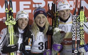 Charlotte Kalla, Therese Johaug och Ida Ingemarsdotter från lördagens lopp i Ruka.