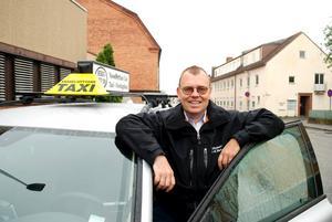 Lokal aktör. – Vi samlar taxi och färdtjänst i tre av de fyra Bergslagskommunerna och vill helst anställa chaufförer lokalt. Det ger trygghet och personkännedom som både vi och kunderna tjänar på, säger Håkan Einarsson.