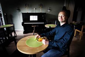 """När det gäller helhetstänkandet i hälsofrågor är mat och motion två viktiga pusselbitar. """"Hur och vad och när man äter är en viktig fråga att diskutera"""", berättar Greger Bringsaas som jobbar på Mica på söder i Östersund."""