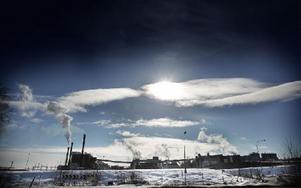 En omställningsprocess har inletts på Kvarnsvedens pappersbruk sedan varsel lagts för 175 anställda.