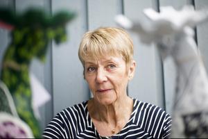 Marianne hade ett hotell i Kall i 45 år, sedan köpte hon Hotell Emma inne i Östersund. Idag är hon pensionär men ägnar en stor del av sin tid till att måla älgar.