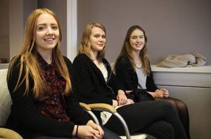 Tilda Knutsson, Ellen Ivarsson och Hanna Stigenius blev alla peppade av höra vilka möjligheter som kan öppnas för den behärskar flera språk.