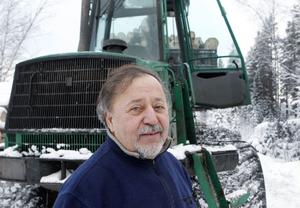 Vasyl Tutskaniuk kör skotare. Han är en globetrotter och har jobbat lite varstans i världen. – Jag bara jobbar och jobbar, säger han.