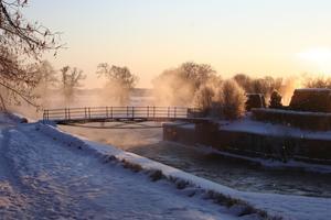 En kall decemberdag när solen håller på att gå ner bakom Strömsholms slott.