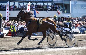 Sanity och Örjan Kihlström vid andraplatsen i Olympiatravet tidigare i vår.