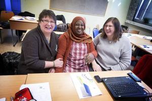 Karin Abrahamsson, JRA, Zeinab Hojale och Maria Strid, Eductus.– Vi kommer att fortsätta plocka upp jamska ord i den dagliga undervisningen då det har dykt upp frågor från eleverna, säger Maria.