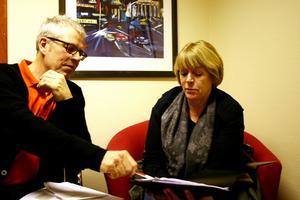 OROLIGA. Kjell Eriksson från LO Dalarna-Gävleborg och Christina Järnstedt från LO centralt är nöjda med arrangemanget, även om de inte tycker att försäkringskassan och Arbetsförmedlingen kunde besvara alla deras frågor om den nya sjukförsäkringen.
