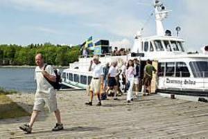 ARKIVBILD Rekordmånga passagerare. Limöbåten hade en bra sommarsäsong och 13 300 personer reste med den, vilket var rekord.