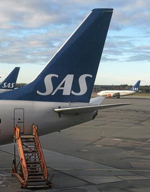 Illa ute. SAS lanserar ett åtgärdsprogram som innebär besparingar på 3 miljarder kronor per år. Antalet anställda minskar med 6¿000 tjänster och lönerna sänks.foto: jonas ekströmer/scanpix