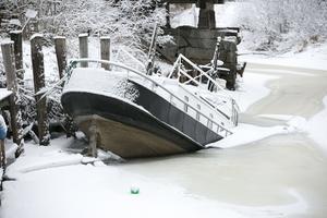 Den gamla charterbåten har det jobbigt på vintern.