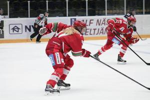 Elin Johansson från Hudiksvall skrinnar vidare i SM-slutspelet med sitt Modo.