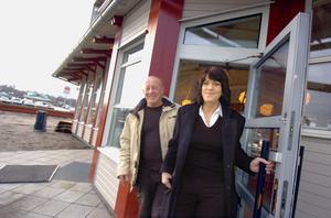 Lennart Andersson och Lilian Edström slår upp portarna till sin nya restaurang.