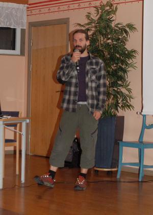 Henrik Thurfjell från länsstyrelsen Daalrna hade den otacksamma uppgiften att förklara och försvara hur länsstyrelsen sköter regeringens rovdjurspolitik i Dalarna.