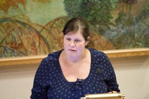 Jenny Landernäs, gruppledare för Moderaterna i Hallstahammar och ledamot i tekniska nämndens arbetsutskott, har lämnat in ett nämndinitiativ där hon är kritisk mot utebliven information kring skadegörelserna på Nibbleskolan.