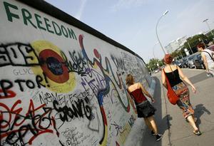 Berlinmuren är bara ett av många intressanta mål på Berlinresan.