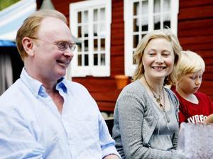 Dramatenskådespelaren Pierre Wilkner är med för första gången i Söderblomspelet. Kollegan Kristina Törnqvist återkommer som Anna Söderblom, och även sonen Axel är med.