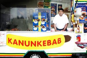 Den förre Mr Kanonkorv Kanubhai Machhabhai säljer numer kebab, och korv, i en ny korvvagn. Dock är han noga med att påpeka; han är inte ägare, bara anställd.