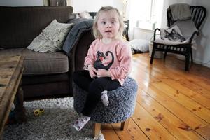 Freya Svensson tycker om att pyssla, dansa och ta hand om sina gosedjur.
