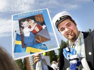 Dennis Lundkvist får njuta av det fria livet i en vecka, sedan är det dags att jobba, som lastbilschaufför.